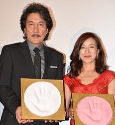 「合歓の広場」に手形を残した役所広司と原田美枝子