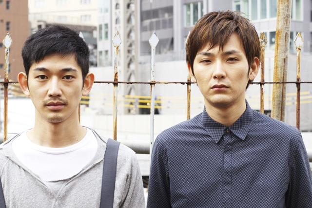 4月23日公開の映画『まほろ駅前多田便利軒』主演の瑛太さん(左)、松田龍平さん