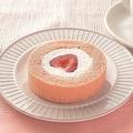 ローソンの「プレミアム あまおう苺のロールケーキ」(210円)