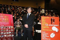 「20世紀名作映画講座」に出席し名作『アパートの鍵貸します』の解説をした町山智浩