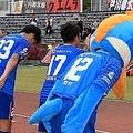 激励横断幕を受け、町田が福島サポーターに向けて感謝文を発表