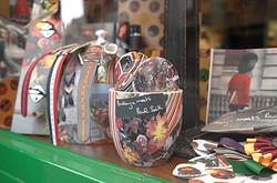 ポール・スミスと文化屋雑貨店がコラボ 日英で限定グッズ販売