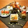 懐石料理の八寸をイメージさせる「京中華前菜盛合せ」(2人前2700円、3人前3780円)※写真は3人前