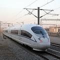 ハルビン(哈爾浜、黒龍江省)と大連(遼寧省)を結ぶ哈大高速鉄路の試運転が8日、始まった。ハルビンの1月平均の最低気温は摂氏氷点下23度、最高気温でも氷点下13度だ。これほどまでの寒冷地を走る高速鉄道は世界初という。