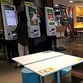 閑散としたマクドナルドの店内の様子=10日、ソウル(聯合ニュース)