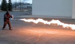 誰でも買えるポータブル火炎放射器 XM42 発表。一台700ドルから
