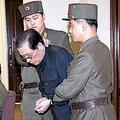 労働新聞が報じた張成沢氏の処刑直前の写真。女性問題が理由だとの説が出てきた