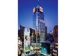 レディー・ガガ、世界最大H&Mタイムズスクエア店のオープニングゲストに