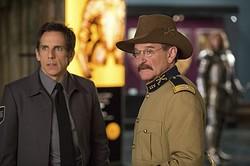 テディだけでなく、ユーモアいっぱいに神鳥ガルーダの声も演じているロビン・ウィリアムズさん(右)。左は主人公ラリー役のベン・スティラー  - NIGHT AT THE MUSEUM(tm): SECRET OF THE TOMB (c) 2014 Twentieth Century Fox Film Corporation.  All rights reserved.