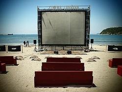 逗子で海辺の映画祭 ロンハーマンやノースフェイスがムービー公開