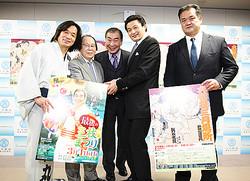 写真左から河内家菊水丸、吉野伊佐男会長、桂三枝、貴乃花親方、富士ヶ根親方。