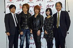 左から、ブシロード代表取締役・木谷高明、サイキックラバー・YOFFY、サイキックラバー・IMAJO、司会・寺川愛美、響ミュージック代表取締役・源田雅巳
