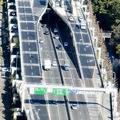 高速道路を走る覆面パトカー 車種やナンバーなどに特徴も