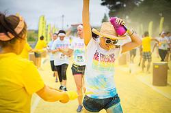 ニューバランス カラーパウダーを浴びながらのランニングイベントを日本初開催