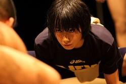 女子アスリート6人の「闘い続ける理由」が写し出されたメッセージ写真集「闘う女たち」が発売(写真は女子相撲の軽量級日本一・野崎舞夏星16歳)