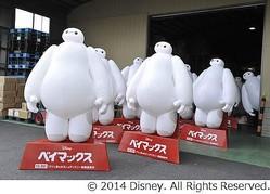 """ベイマックス300体が日本上陸、""""フワぷに""""ボディが全国の映画館へ。"""