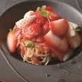 「ダルマット 西麻布本店」(六本木)の「フルーツトマトと紅白イチゴの冷製パスタ」(1944円)