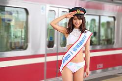 三浦海岸駅の一日駅長を任された、武田あやな