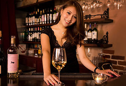 今夜会える!奥渋谷の美人ワインバーオーナーと楽しむ大人の夜