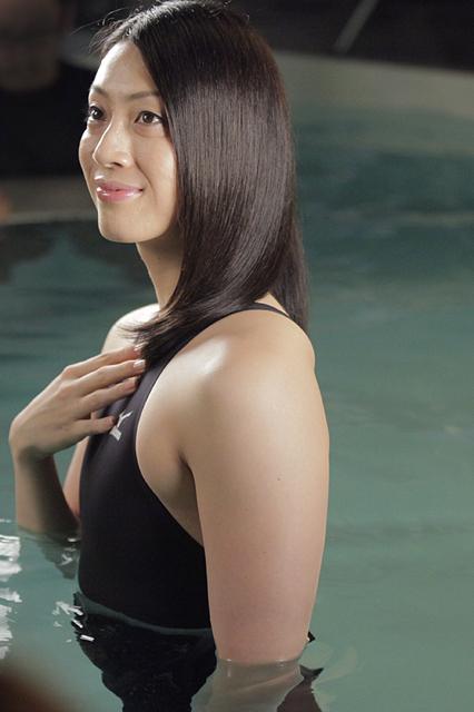 競泳の寺川綾(てらかわ あや)選手。世界の美女アスリートの枠に入ったことから、CM出演も決定