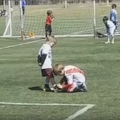 サッカーってやっぱり良い!少年サッカーでの「ほっこりシーン」が話題に