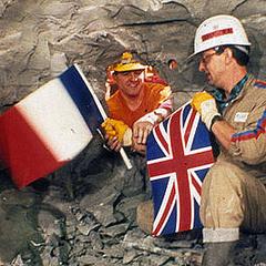 英仏トンネル貫通当時の感動写真 「とても感動的だ」「すなおに感動した…」英仏海峡トンネルを両側から掘り、初めて出会ったときの写真がすばらしい