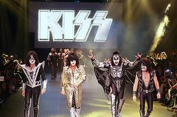 米ハードロックバンドKISSがダダのショーにサプライズ出演