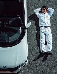 四輪R&D センターLPL 椋本陵氏●1988年、岡山県生まれ。岡山県内の工業高校を卒業後、本田技研工業に入社。試作車の模型をつくるモデラーから22歳で開発責任者に最年少で抜擢された。