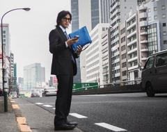 稲葉浩志 卒業式に一眼レフ持参…「今日は息子の撮影係!」