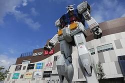 お台場に10年ぶりの大型商業施設「ダイバーシティ東京 プラザ」開業に1500人が列