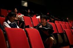 かつてのアイドル映画の輝きを取り戻せるか - 百田夏菜子を演出中の本広克行監督  - (C)2015 O.H・K/F・T・R・D・K・P
