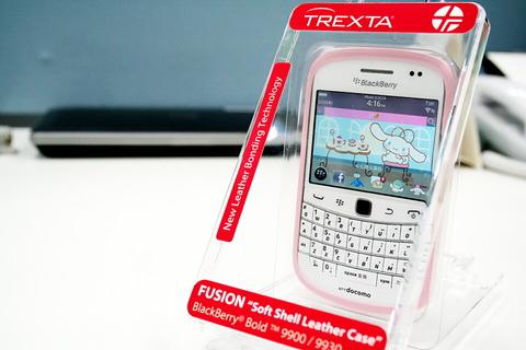 ホワイトには萌えピンクが鉄板!かわい過ぎる「BlackBerry Bold 9900 Pure White」に今度は本革を使ったピンクのケースを着けてみた【レビュー】
