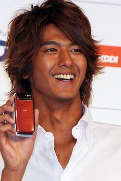 新たにau携帯電話サービスのイメージキャラクターに起用が決まった俳優の速水もこみちさん(撮影:吉川忠行)