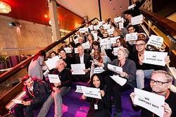 「WE SUPPORT BIFF」を掲げる映画祭参加者・スタッフたち  - (C)ロッテルダム国際映画祭