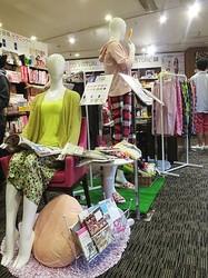 ユニクロのステテコが渋谷TSUTAYA書籍売場をジャック 若者に浸透図る