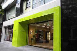 ポール・スミス丸の内店が増床リニューアル メンズ・ウィメンズの複合店に