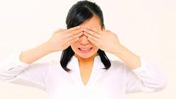目をパチパチ、まばたきが多いのはクセじゃない?「チック症」
