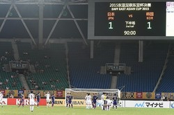 閑散とした会場の影響なのかな。日本の選手からはチャレンジする気概すら伝わってこなかった。写真:小倉直樹(サッカーダイジェスト写真部)