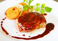 パーティーシーズン到来!メインの肉料理の魅力を「赤ワインソース」でググッと高めよう♪