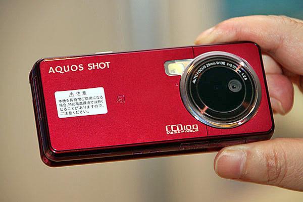 デジカメケータイ「AQUOS SHOT 933SH」