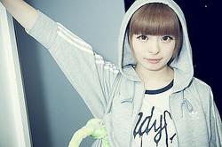 きゃりーは″もっともクリエイティブな女の子″ adidas Originals新プロジェクトで写真展