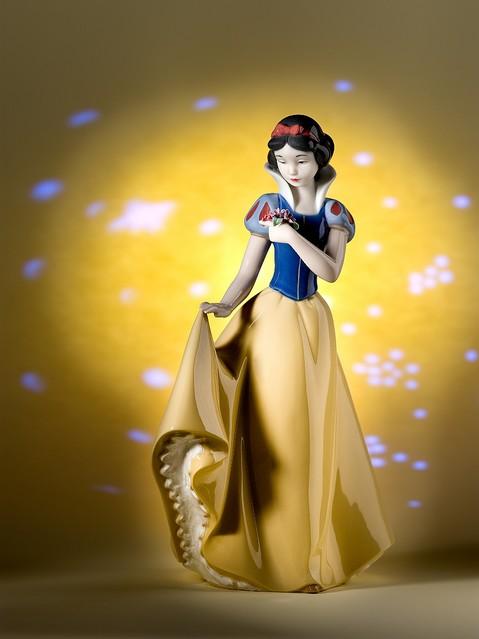 リヤドロのシスターブランド「NAO」より『白雪姫』と『シンデレラ』が登場!