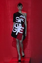 ヴィヴィアン タムが東京ファッションウィーク初参加 上陸15周年記念ショー