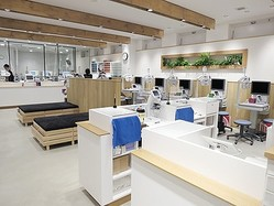 レンズ加工工場併設 JINS都内最大店が吉祥寺にオープン
