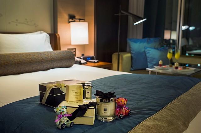 コンラッド東京でヒルトン・ワールドワイド 日本進出50周年記念した宿泊プランが登場!