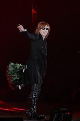 スペシャルゲストにYOSHIKI、「ガールズアワード2011」3万人が来場