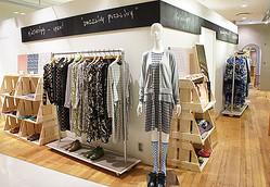 ギャラリーを囲む「ミントデザインズ」関西初の直営店オープン