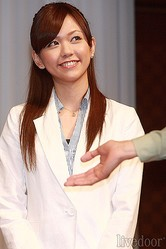 弦太朗たちがいる「2年B組」担任教師。園田紗理奈(そのだ さりな)役の虎南有香
