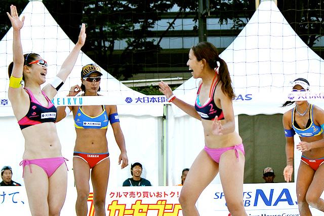日本代表を倒す大金星をあげた幅口絵里香(左)と小野田恵子(右)。小野田はほぼ完璧なプレイ。自身初のベスト4へ進出