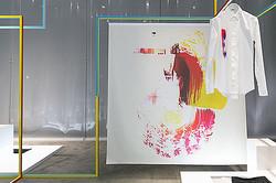 ディオール オムがM/M Parisのアートと融合 リニューアルした表参道店で公開